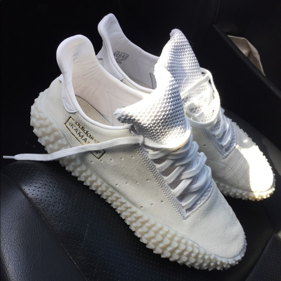 white adidas kamanda